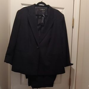 Like New Black Pant Suit (2 pcs)!